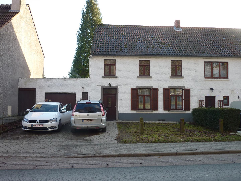 Ancienne maison 2 chambres sur la place de Céroux