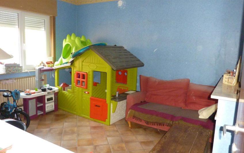 Villa 4 chambres près de la place de Céroux