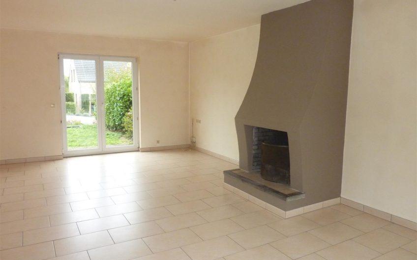 Villa récente 3 chambres à Limauges (Court-Saint-Etienne)