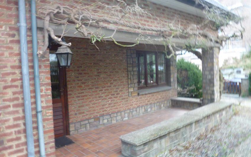 Villa 4 façades des années 50, sur terrain de 6 a 94 ca à Wavre